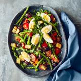 Bohnen-Brot-Salat mit Eiern