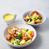 Melonensalat mit Joghurt-Dressing und Halloumi