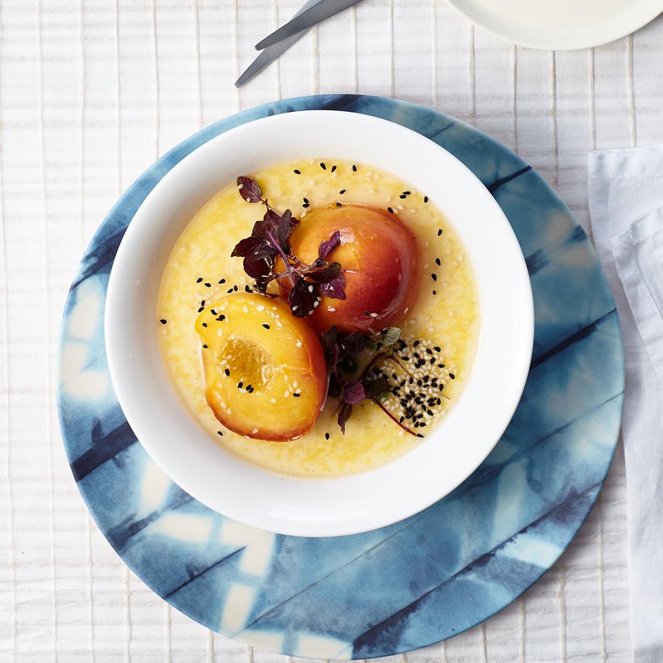 Pochierte Pfirsiche mit Mandelcreme