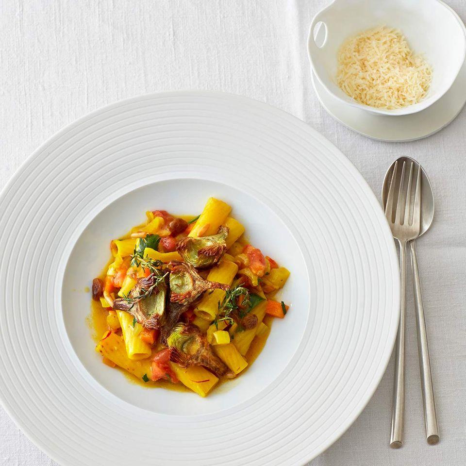 Tortiglioni mit Safran-Gemüse und Artischocken