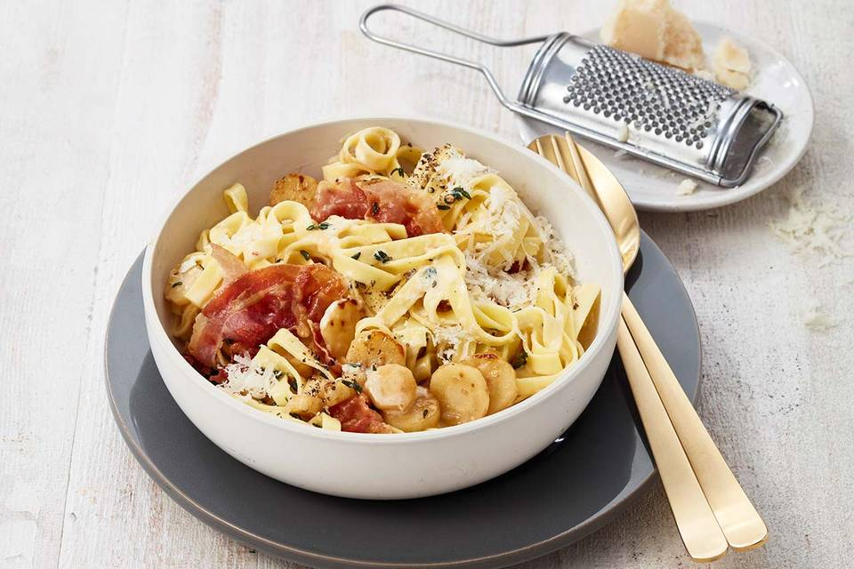 Cremige Tagliatelle mit Pastinaken und Pancetta Rezept