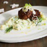 Rinderbuletten mit Kartoffel-Zaziki-Salat