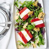 Tomaten-Meerrettich-Terrine mit Käse-Kürbiskern-Crackern