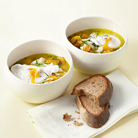 Knoblauchsuppe mit pochiertem Ei