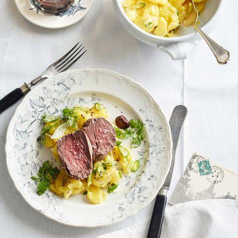 Pochiertes Rinderfilet mit Kartoffelsalat