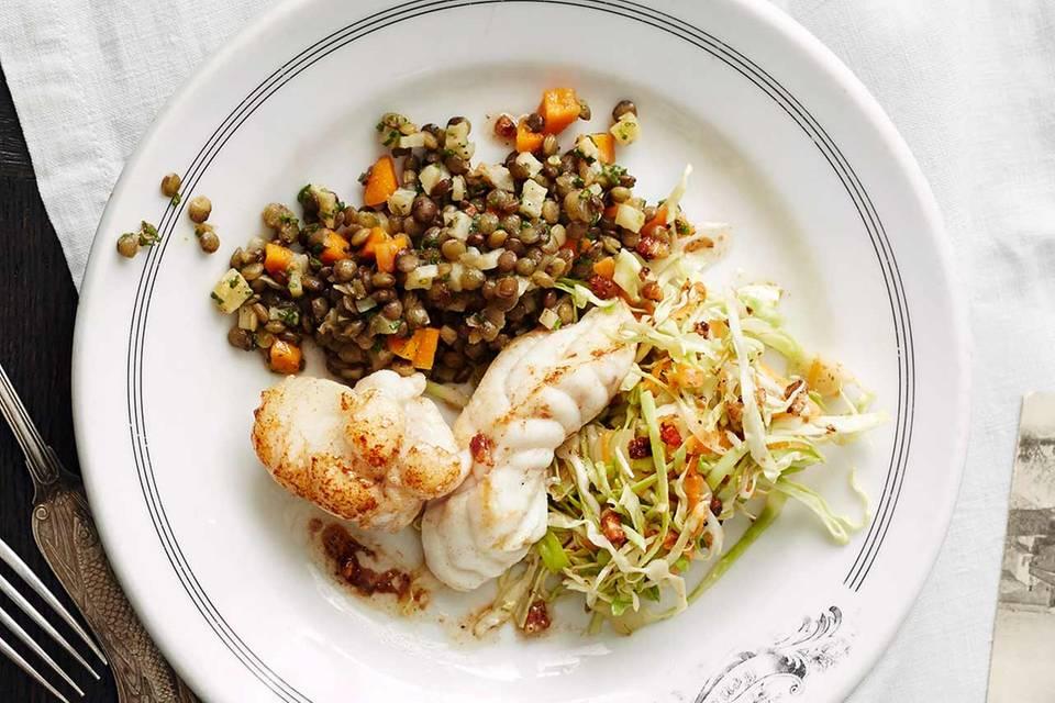 Seeteufel mit Linsen und Schinken-Spitzkohl-Salat Rezept
