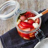 Mixed Pickles mit Radieschen, Spitzpaprika und Kirschtomaten