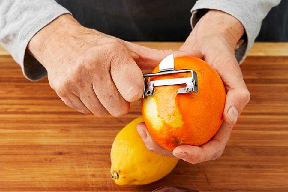 Joghurt-Grieß-Kuchen - Orangenschale für Sirup