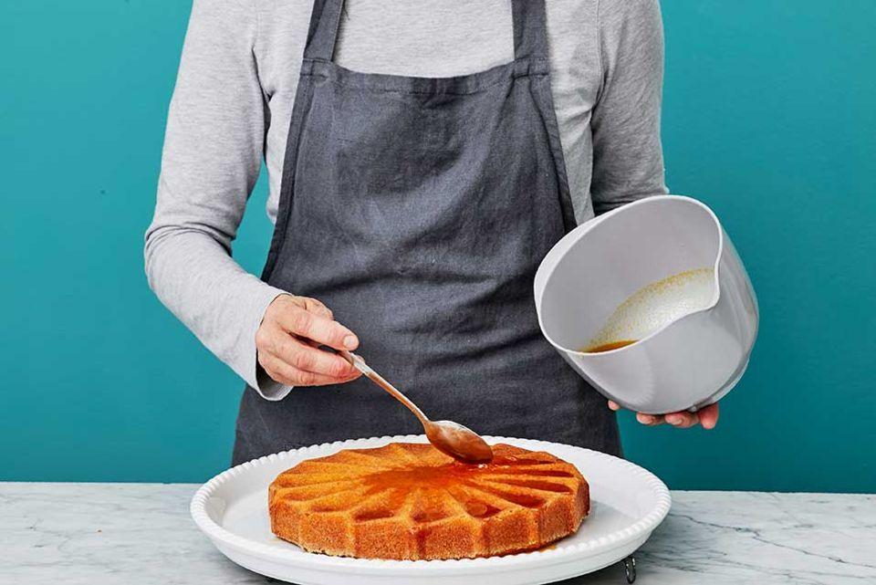 Joghurt-Grieß-Kuchen - Sirup traeufeln