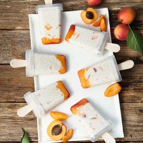 Milchreis-Aprikosen-Eis mit Zitronengras