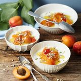 Buttermilch-Panna-cotta mit Aprikosenkompott
