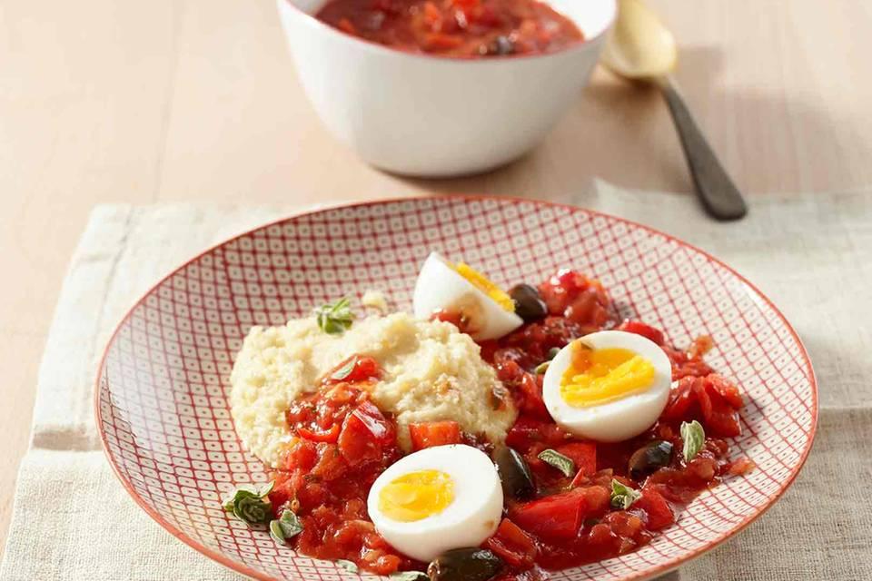 Eier in Tomatensauce mit Polenta Rezept