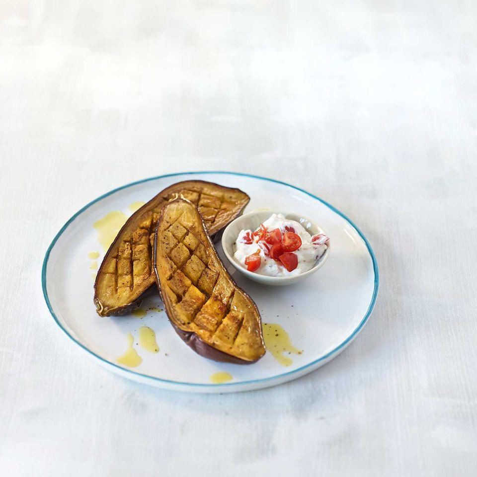 Gebackene Aubergine mit Feta-Joghurt