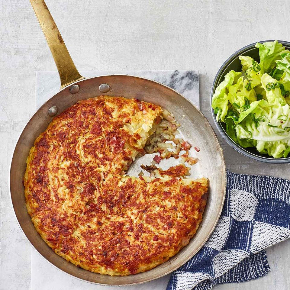 Käse-Speck-Rösti mit Salat