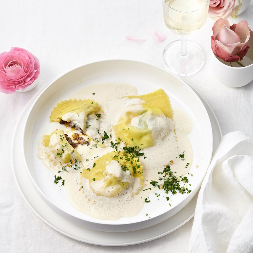 Gefüllte Ravioli mit Zitronen-Wermut-Sauce