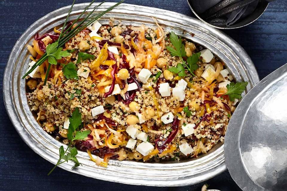 Quinoa-Salat mit Rotkohl und Schafskäse Rezept