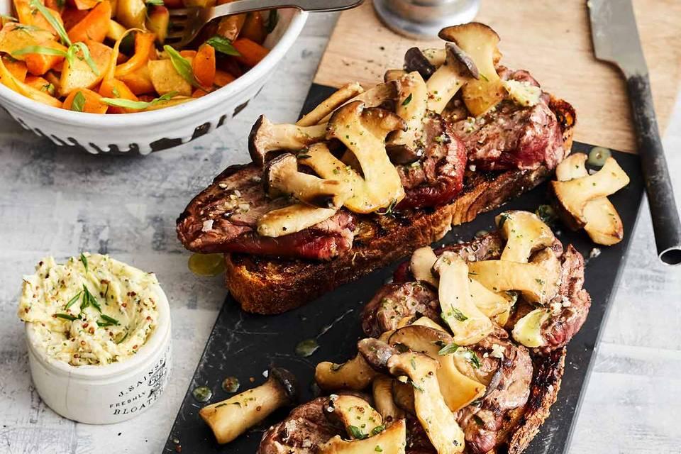 Rinderfilet auf Brot mit Möhren-Nektarinen-Salat Rezept