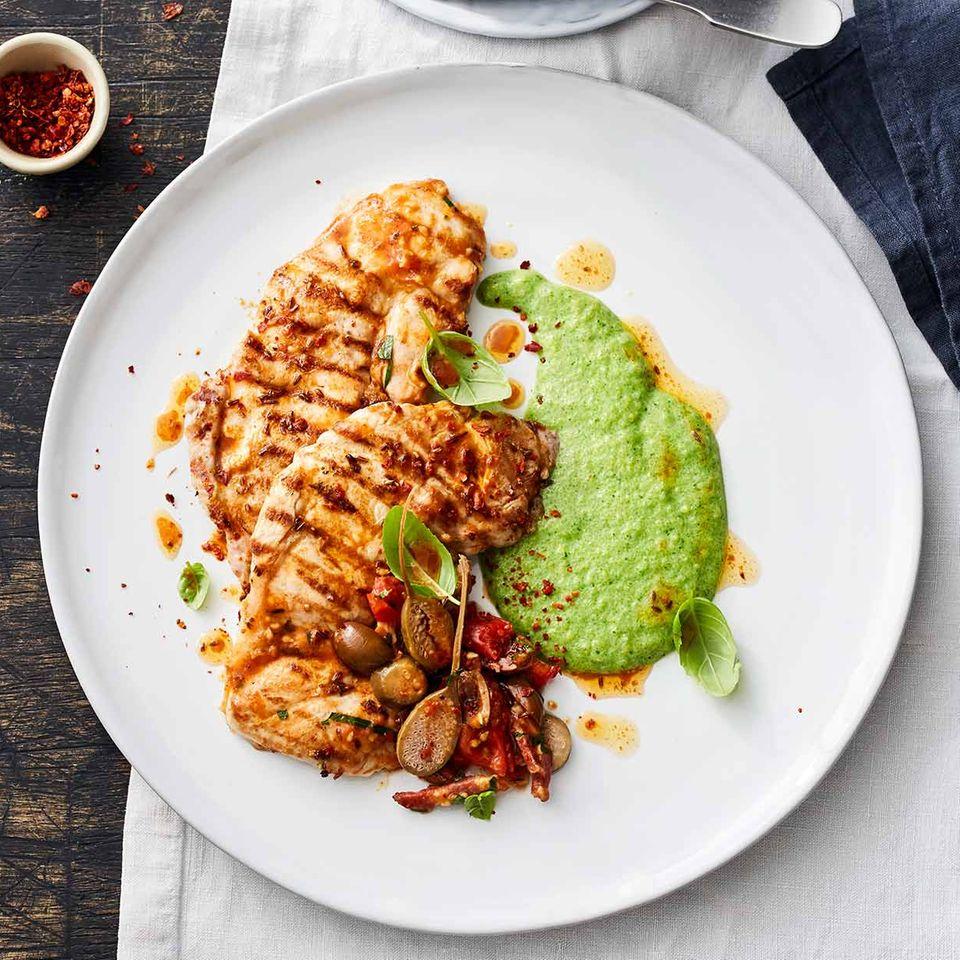 Kachelfleisch mit grüner Polenta und Tomatenragout