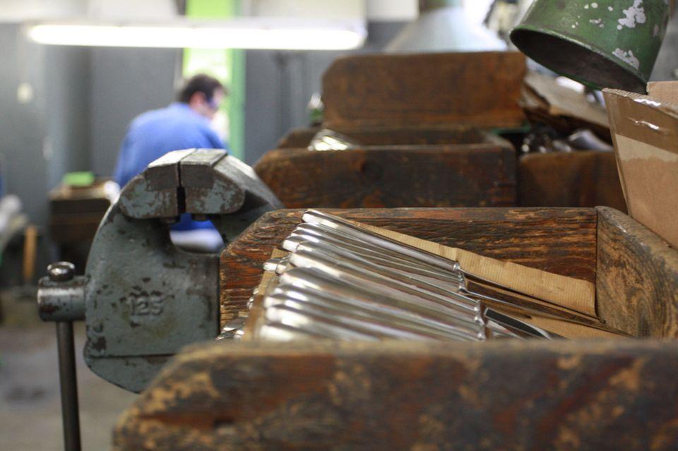 Kiste mit Messern in einer Werkstatt Solinger Schneidwaren Samstag 2018