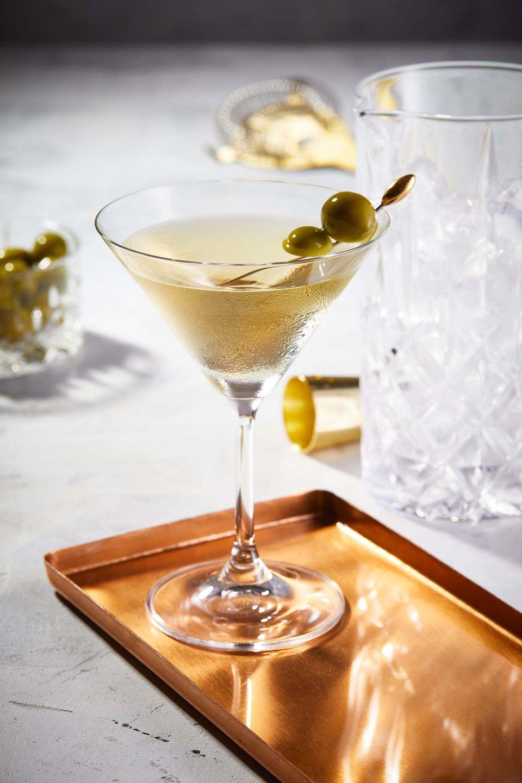 """Im """"Dirty Martini"""" mit Gin bilden Wacholder und Olive ein köstliches Duo"""