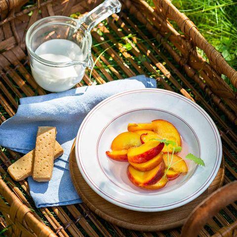 Marinierte Pfirsiche mit Shortbread