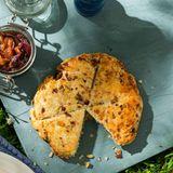 Cheddar-Scones mit Feigen-Zwiebel-Marmelade