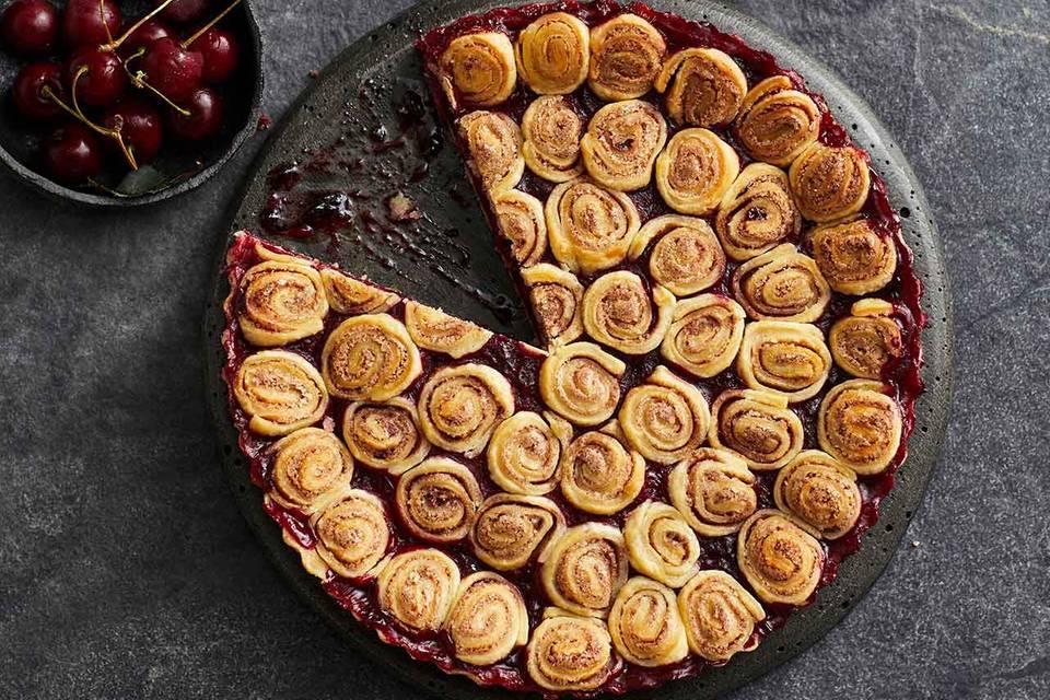 Kirsch-Pie mit Zimtschnecken-Deckel Rezept