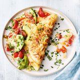 Omelett mit Tomaten und Avocado