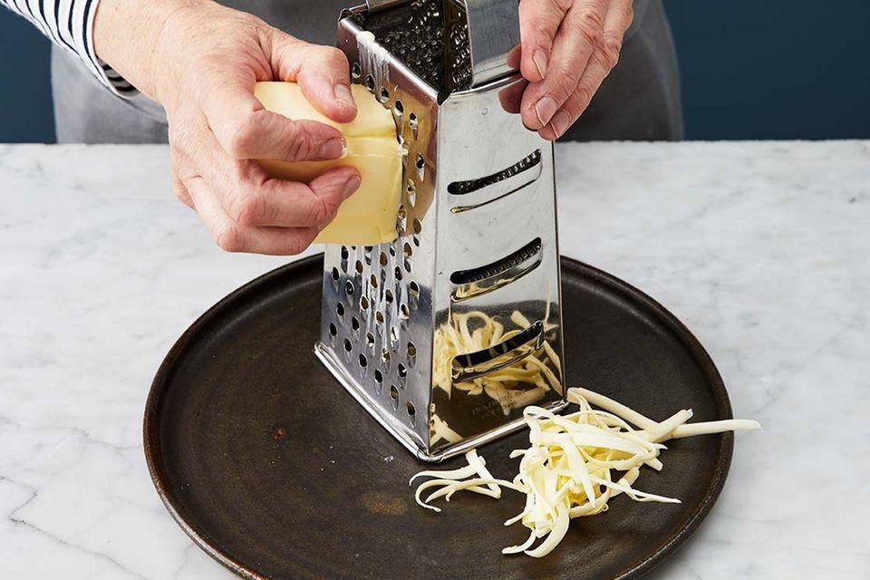 Kirsch-Pie: Schritt 1, Butter raspeln