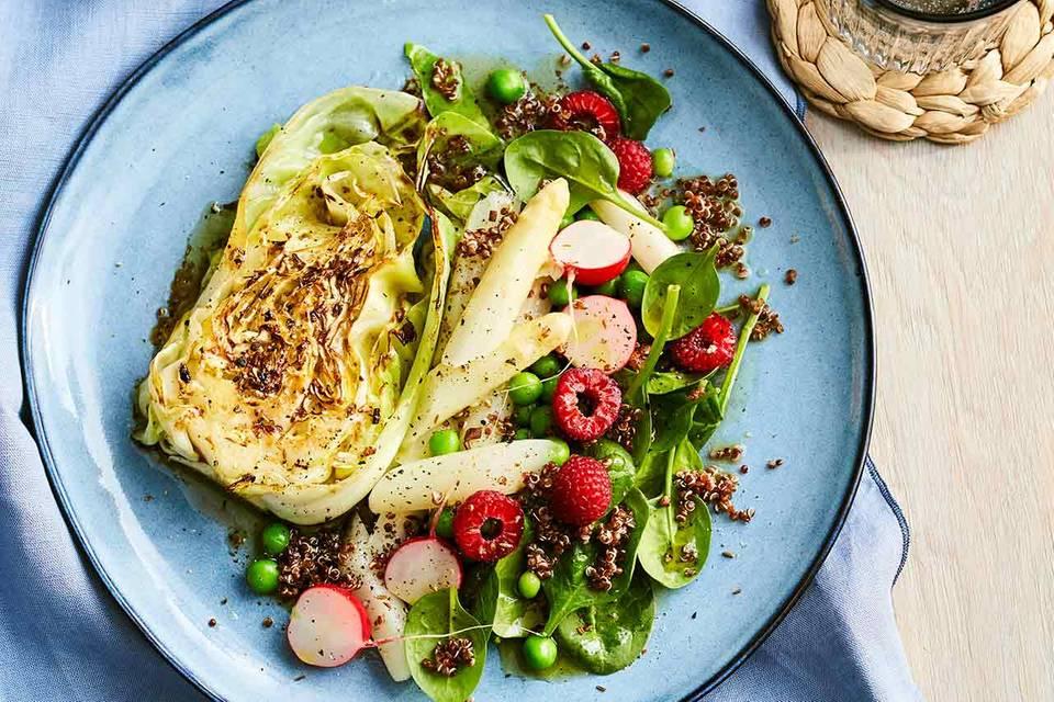 Spitzkohl-Steak mit Quinoa-Spinat-Salat Rezept