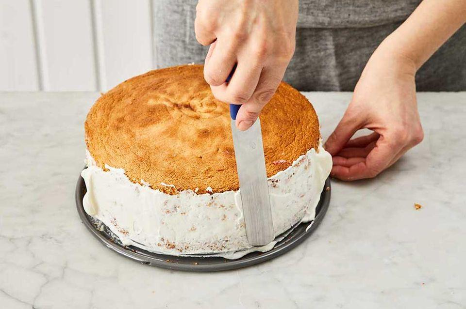 Kokos-Himbeer-Torte: Schritt 9, Tortenrand garnieren
