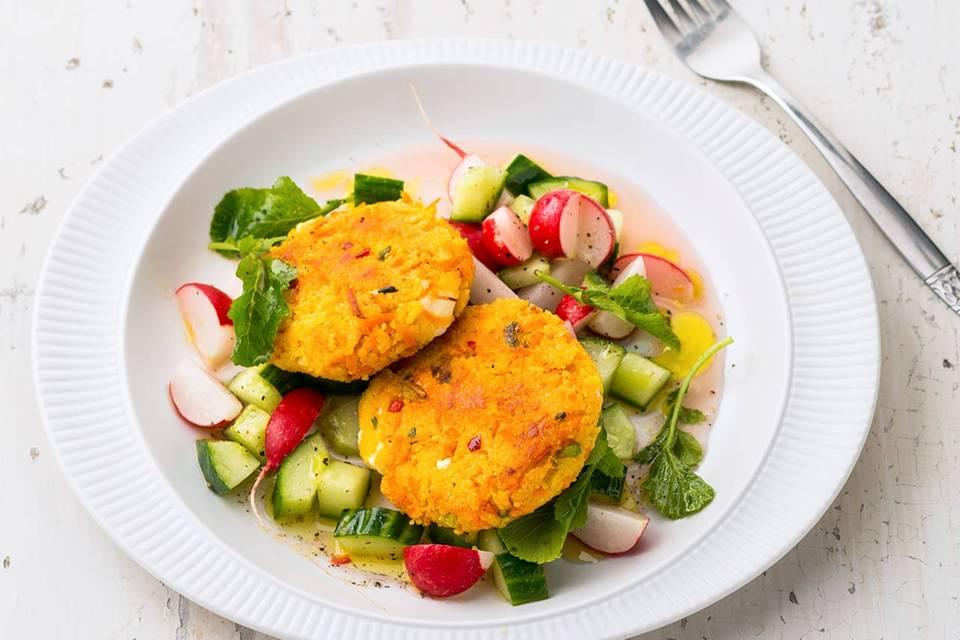 Couscous-Bratlinge mit Gurkensalat Rezept