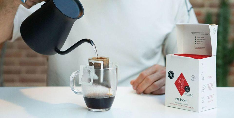 Freshdrip Kaffee im Filter zubereiten