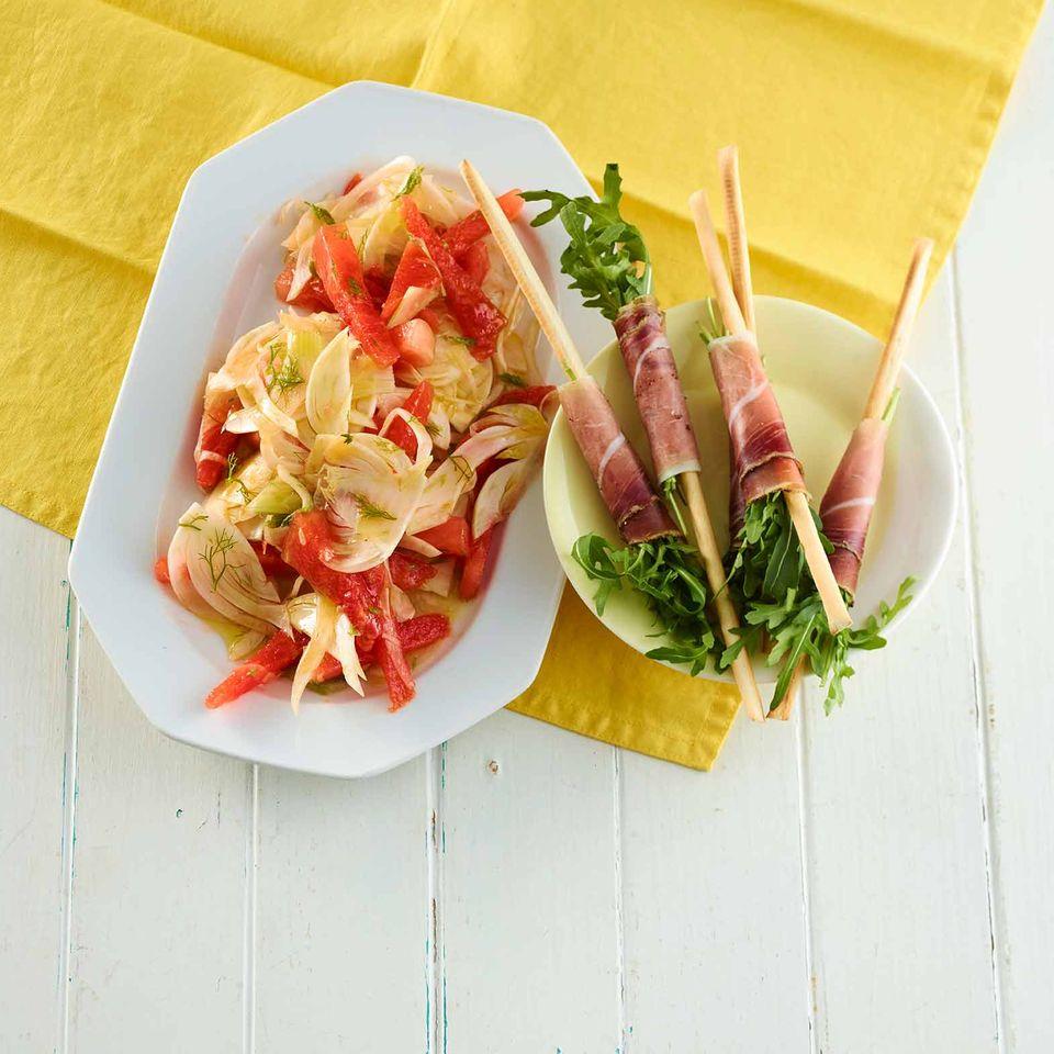 fenchel-melonen-salat mit schinken-rauke-grissini