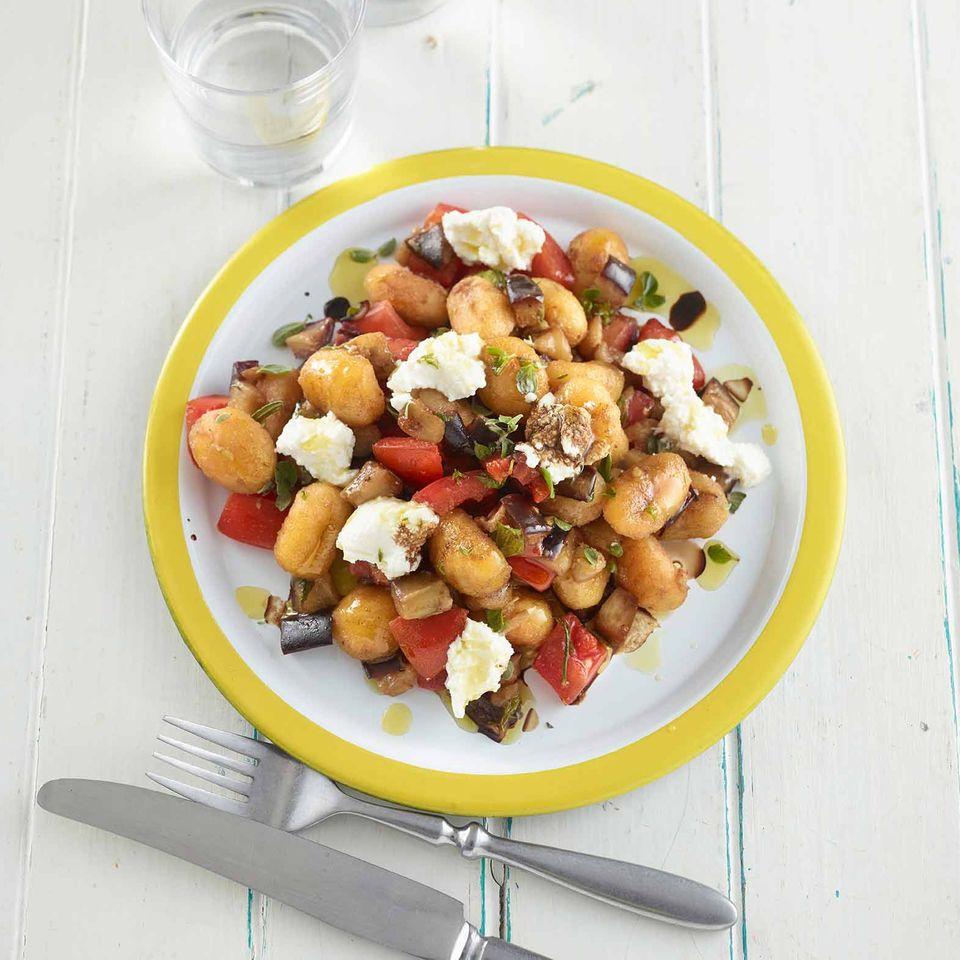 gnocchi-auberginen-pfanne mit ricotta