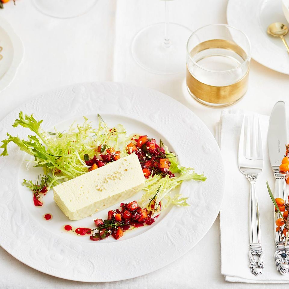 Meerrettich-Kurkuma-Mousse mit Rote-Bete-Mango-Relish