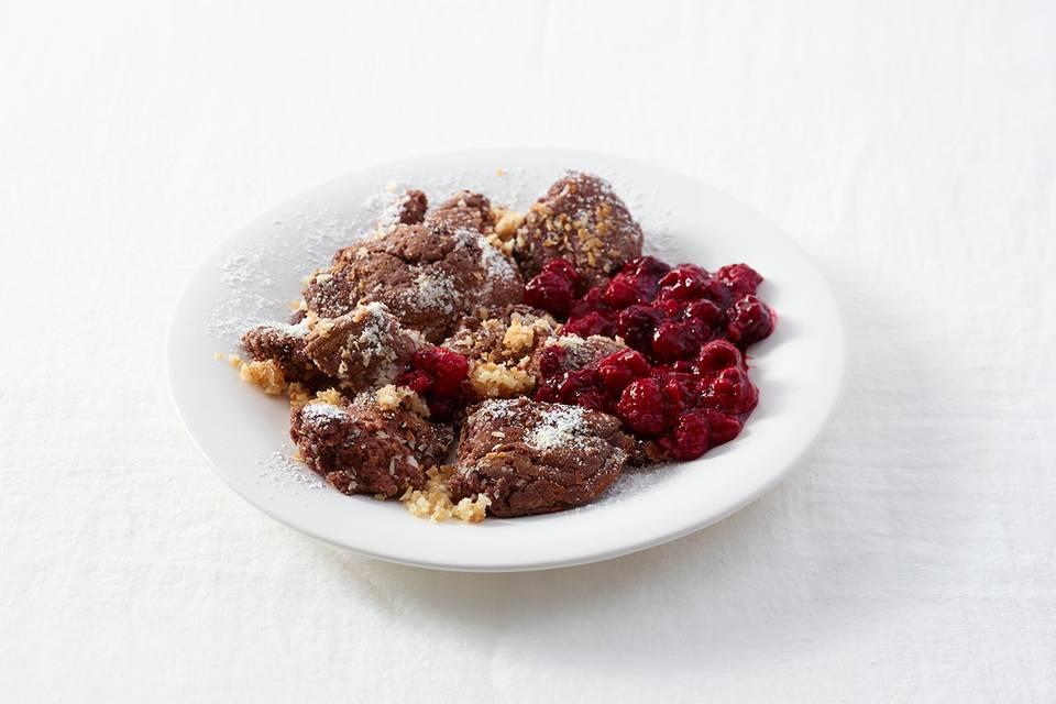 Schoko-Kokos-Schmarren mit Himbeerkompott Rezept