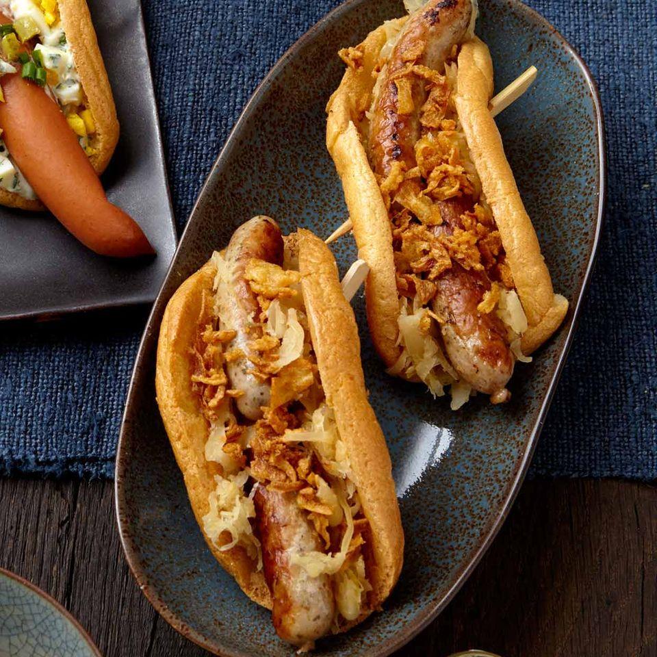 Low-Carb-Hotdog mit Sauerkraut