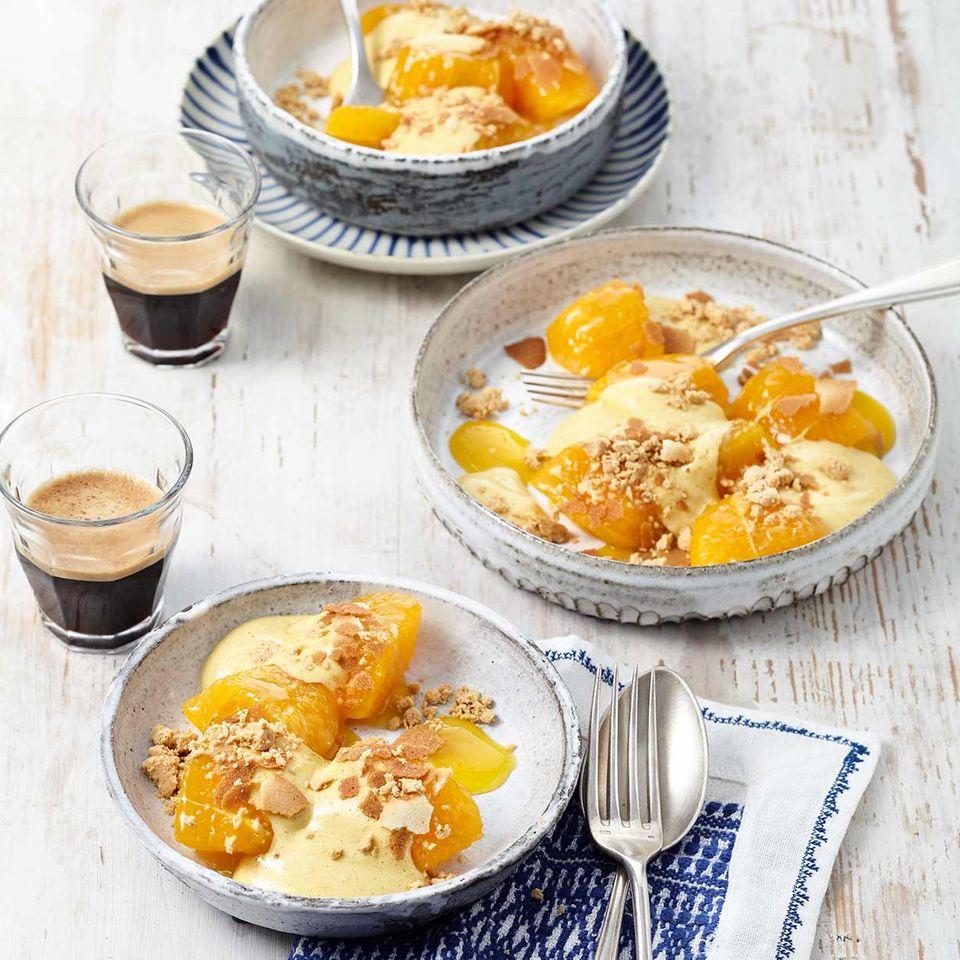 Orangensalat mit Zimtschaum und Turrón-Knusper