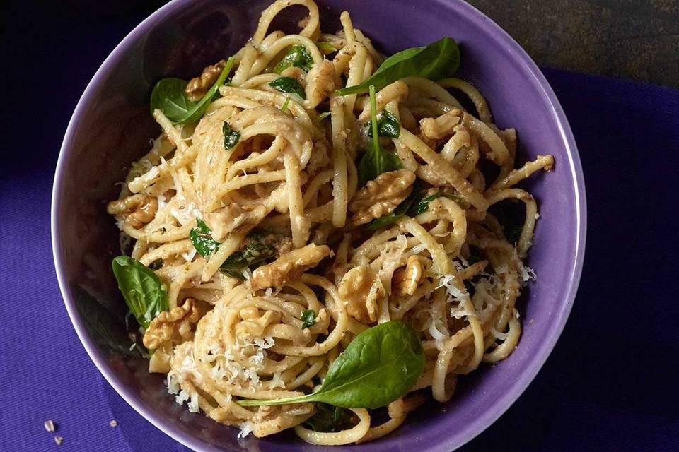 Linguine mit Baby-Spinat und Walnuss-Pesto Rezept