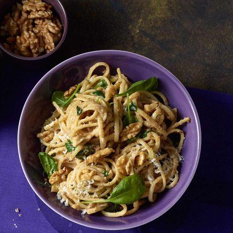 Linguine mit Baby-Spinat und Walnuss-Pesto