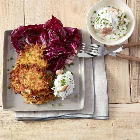 Sauerkrautpuffer mit Forellen-Dip