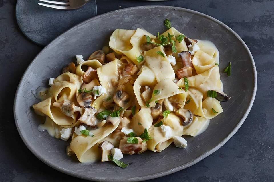 Pappardelle mit Pilzragout und Ziegenfrischkäse Rezept