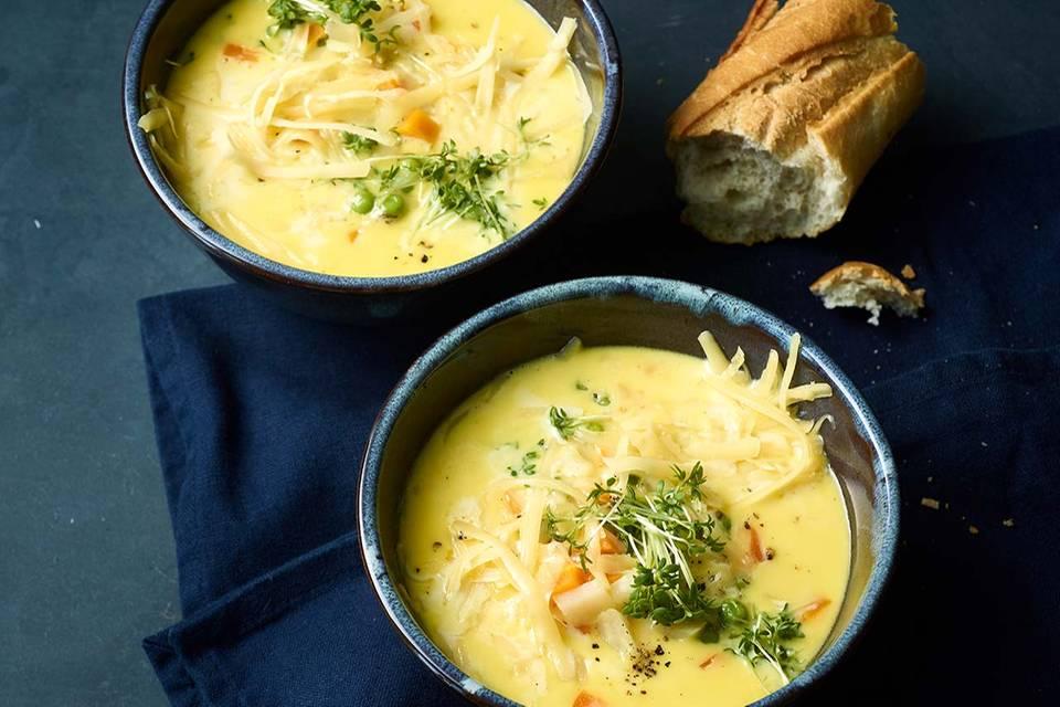 Käsesuppe mit Erbsen Rezept