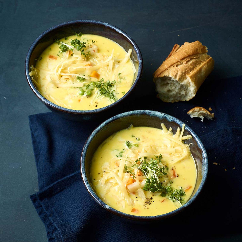 Käsesuppe mit Erbsen