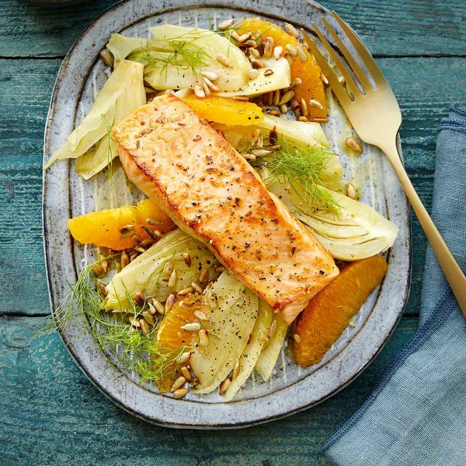 Lachsfilet mit Fenchel-Orangen-Gemüse