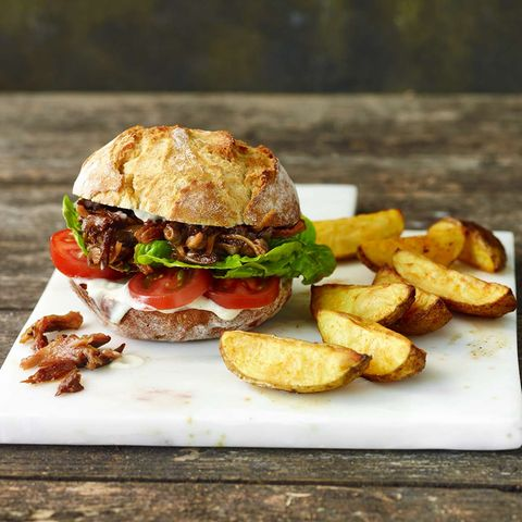 Pulled Pilz-Burger mit Backkartoffeln