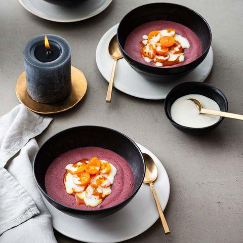 Rotweincreme mit Marzipansauce und Kumquat-Kompott