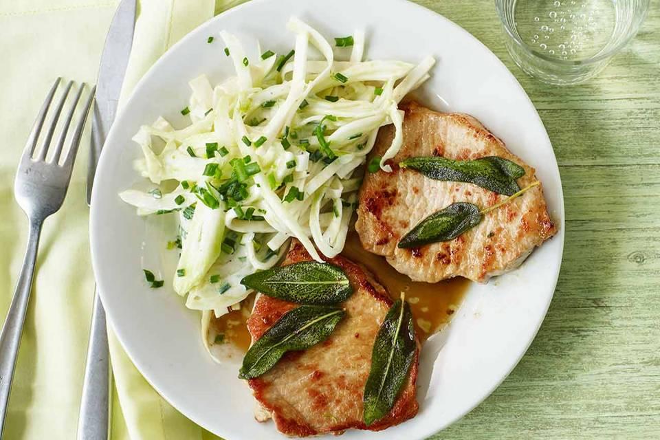 Sellerie-Fenchel-Salat mit Steaks Rezept