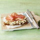 Sauerkraut-Sandwich mit Apfel